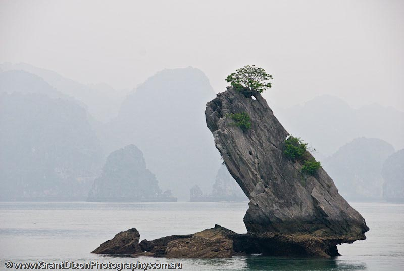 image of Ha Long pinnacle